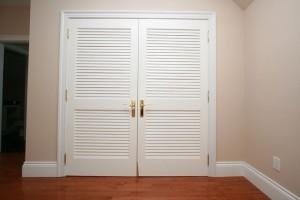 Деревянные двери-жалюзи