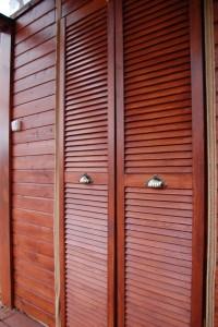 Деревянные двери-жалюзи для шкафа